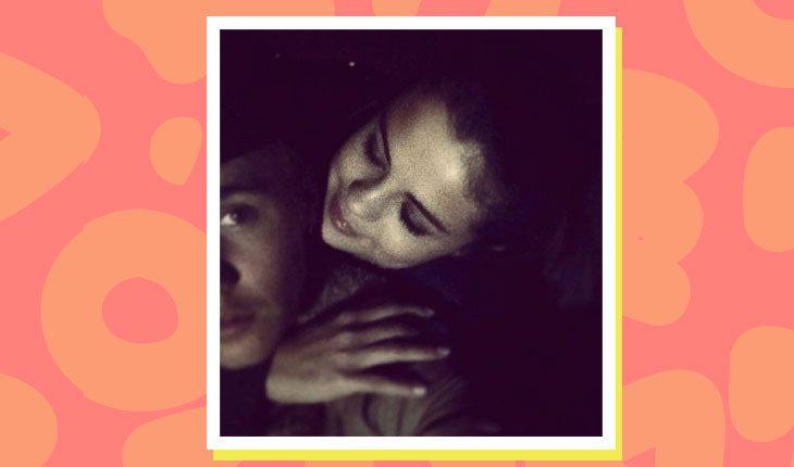 Selena Gomez e Justin Bieber abraçados