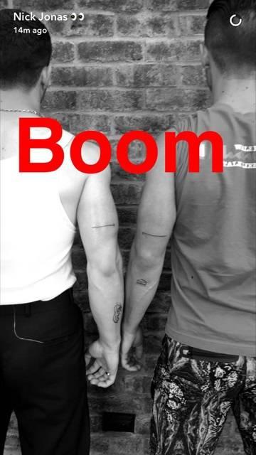 Nick Jonas e Joe Jonas tatuagem