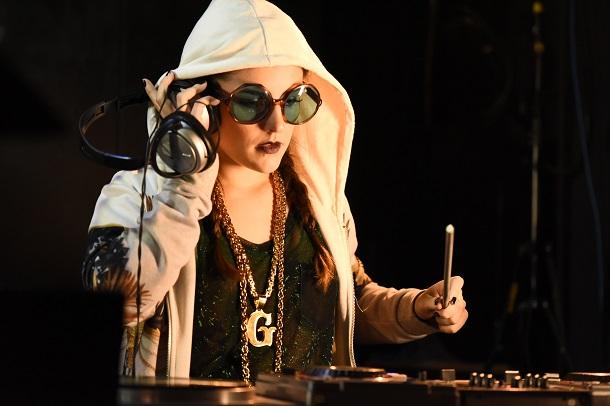 Kéfera sendo DJ no filme É Fada