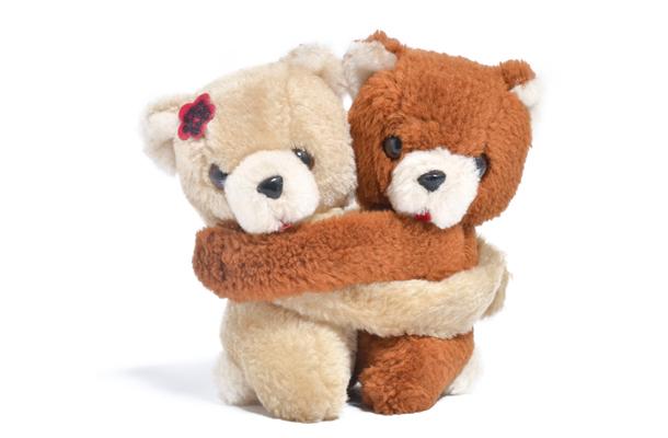 ursinhos de brinquedo se abraçando