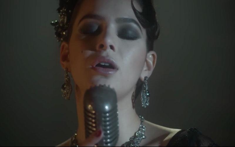 bruna marquezine cantando
