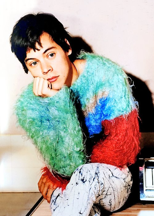 harry styles com roupa colorida