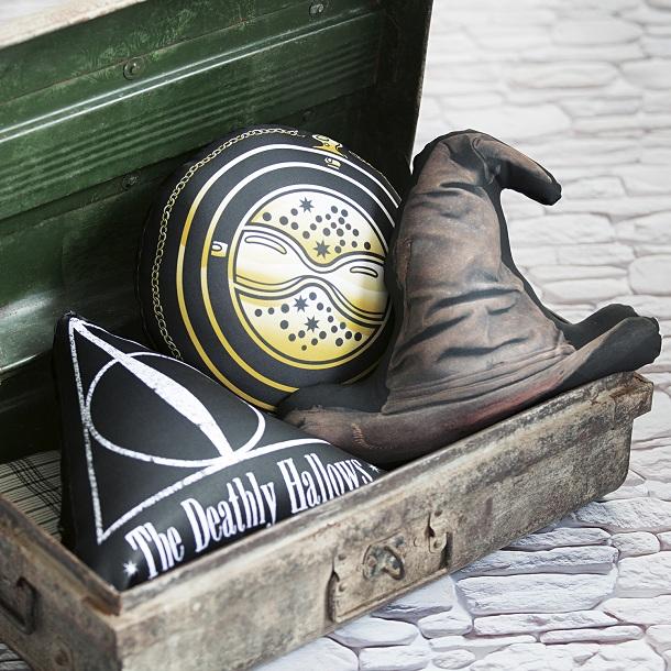 almofadas de harry potter em um baú
