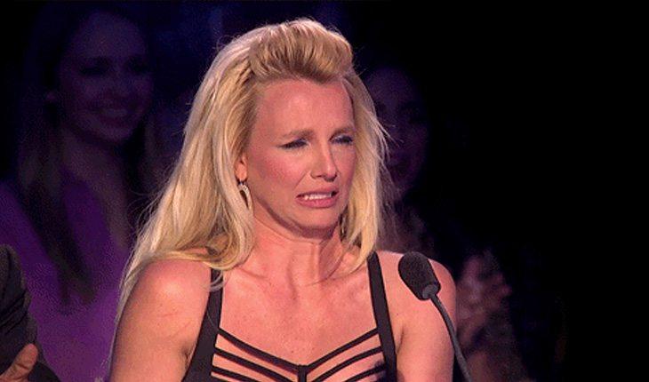 Britney Spear faz cara de aflição sobre coceira na vagina