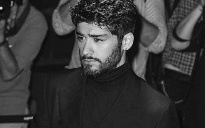 zayn malik de terno em preto e branco