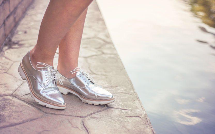 f1bab1f3303 Sapatos metalizados  saiba como usar em qualquer look!