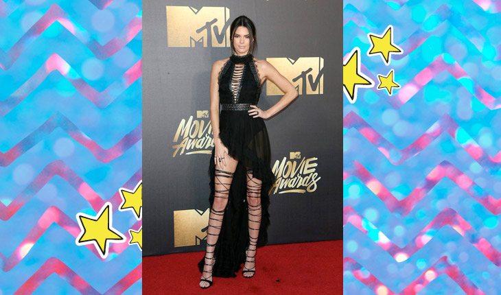 Kendall Jenner usando vestido preto