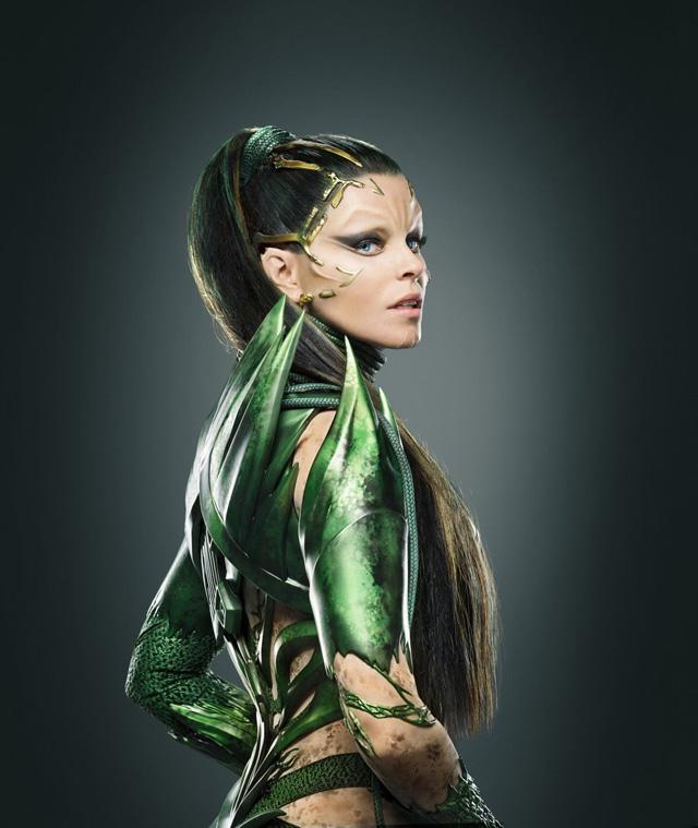 Rita Repulsa em photoshoot de divulgação do novo Power Rangers