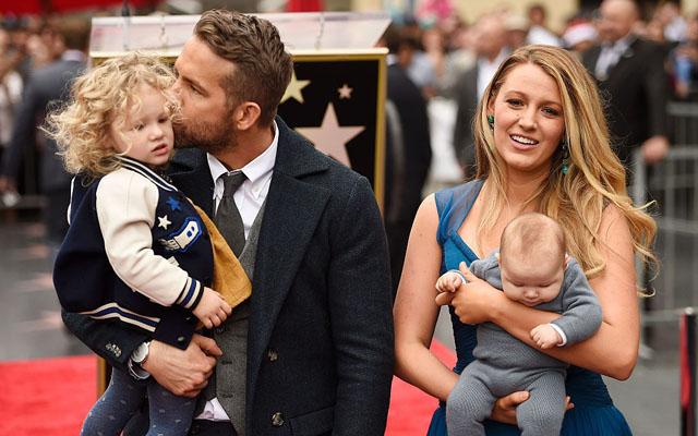 Blake Lively e Ryan Reynolds mostram filhas pela primeira vez