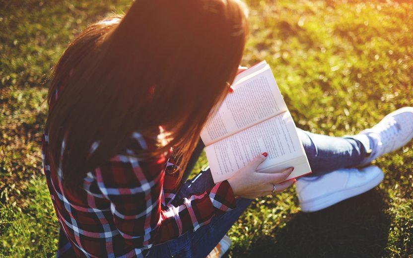 8 livros de romance adolescente para ler nas férias