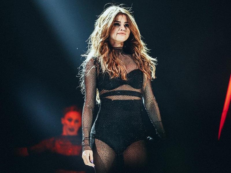 Selena Gomez posta video com compositores de hands to myself