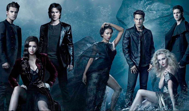 personagens de The Vampire Diaries em fundo azul claro de clima sobrenatural