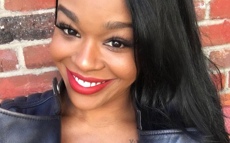 azaelia banks selfie com batom vermelho