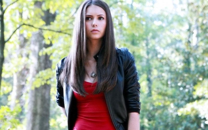 Nina dobrev como elena gilbert em the vampire diaries