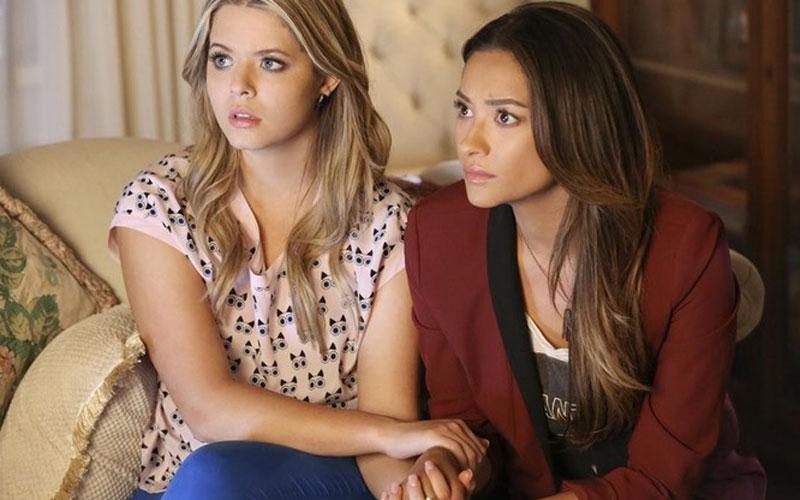 Emily e allison em pretty little liars