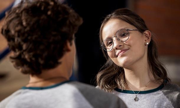 Larissa Manoela e parceiro de cena no filme Meus 15 anos