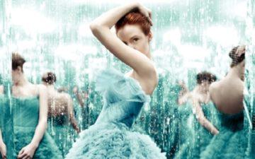 menina de vestido azul na capa do livro a seleção