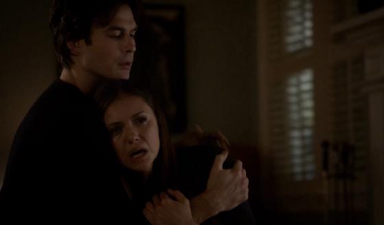 elena e damon chorando a morte de jeremy em the vampire diaries