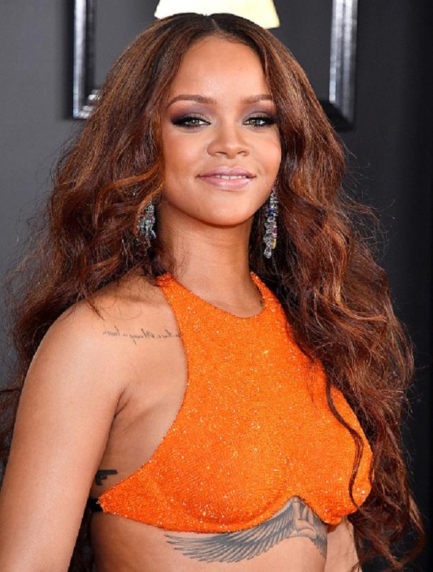 Rihanna no red carpet do Grammy