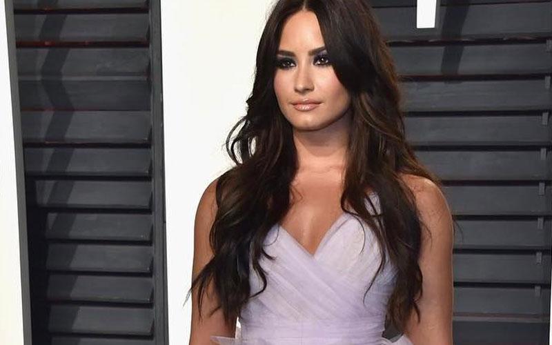 Demi Lovato com vestido lavanda no Oscar