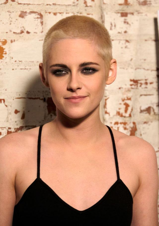 """Kristen Stewart com o cabelo raspado na estreia de """"Personal Shopper''"""