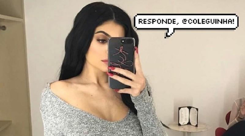 Kylie Jenner fazendo selfie no espelho