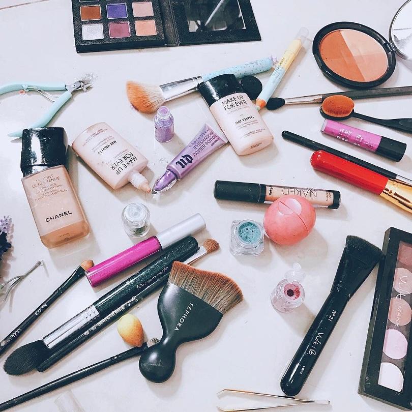 Perigos de usar maquiagem vencida