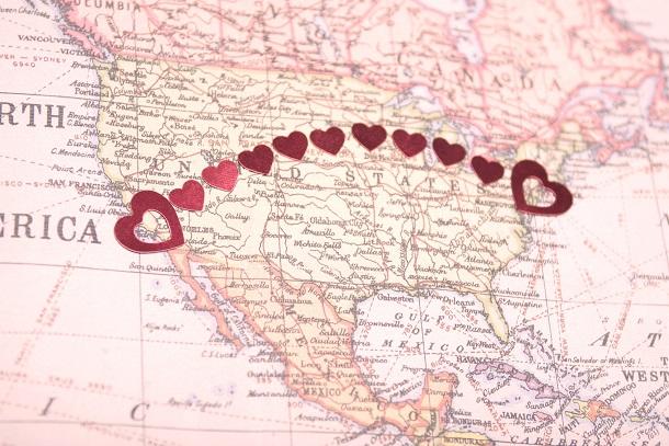 Mapa com corações ligando distâncias