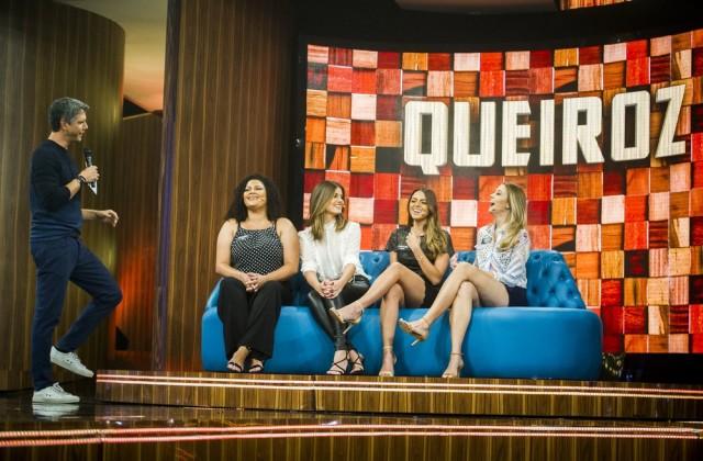Camila Queiroz e família