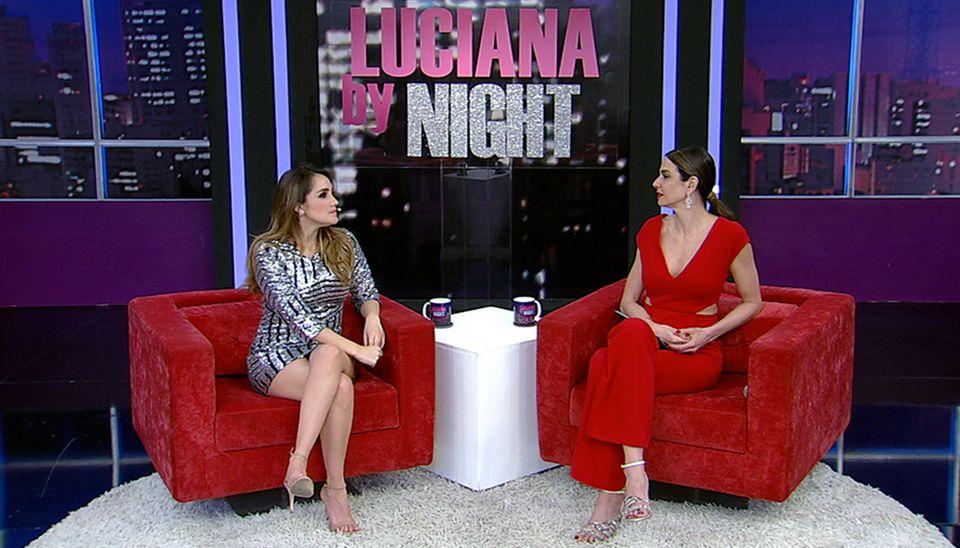 Luciana Gimenez entrevistando Dulce Maria em seu programa de TV Luciana By Night