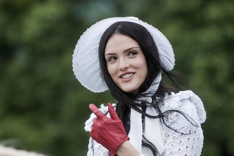 Isabelle Drummond caracterizada como Anna em Novo Mundo