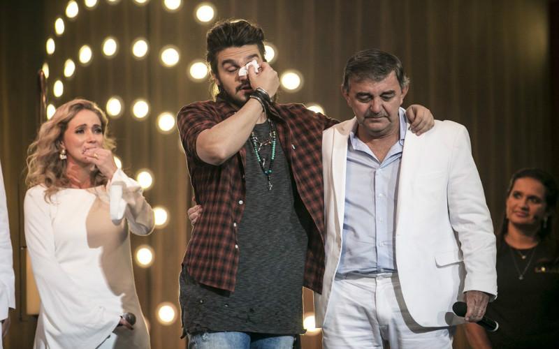 Luan Santana chorando no programa Tamanho Família