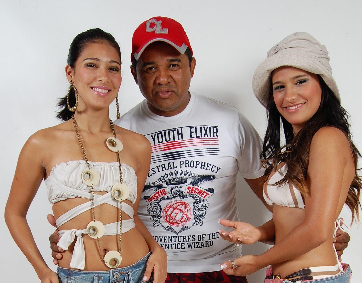 Dupla Simone e Simaria no começo da carreira, quando eram da da banda Forró Muído.
