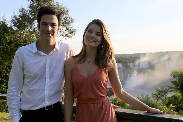 Camila Queiroz e Mateus Solano na novela Pega Pega