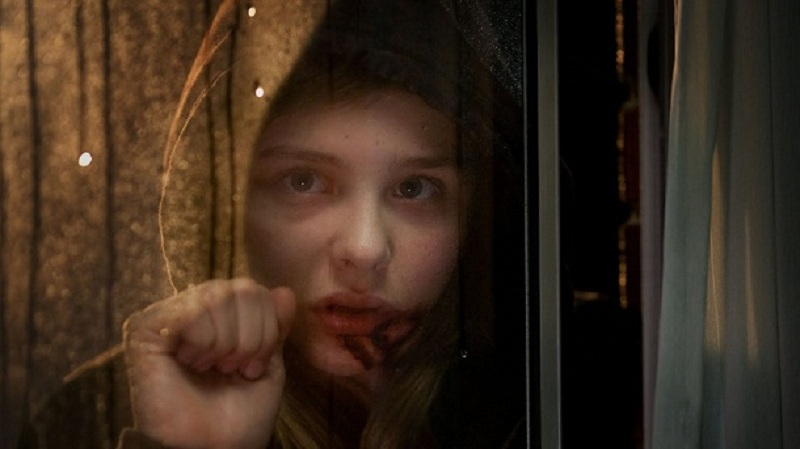 Chloe Moretz no filme de terror na netflix Deixe-me Entrar