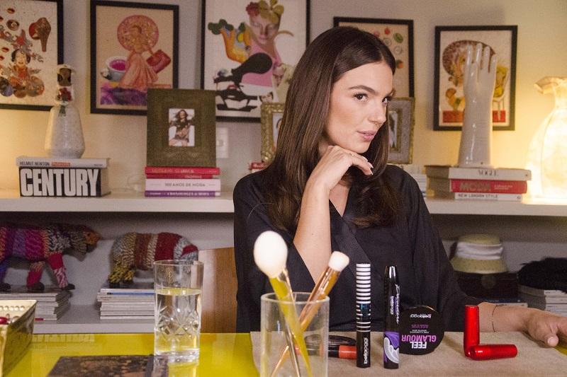 Isis Valverde fazendo cara de blogueira para o filme amor.com