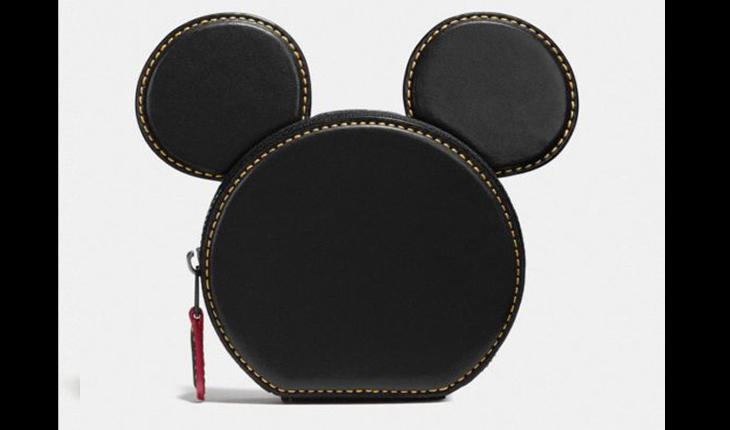 carteira preta no formato da cabeça do mickey mouse