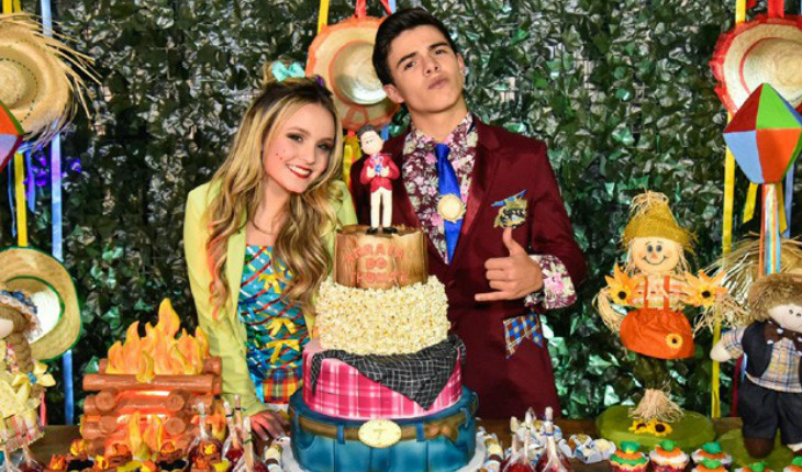 Larissa Manoela e Thomaz Costa