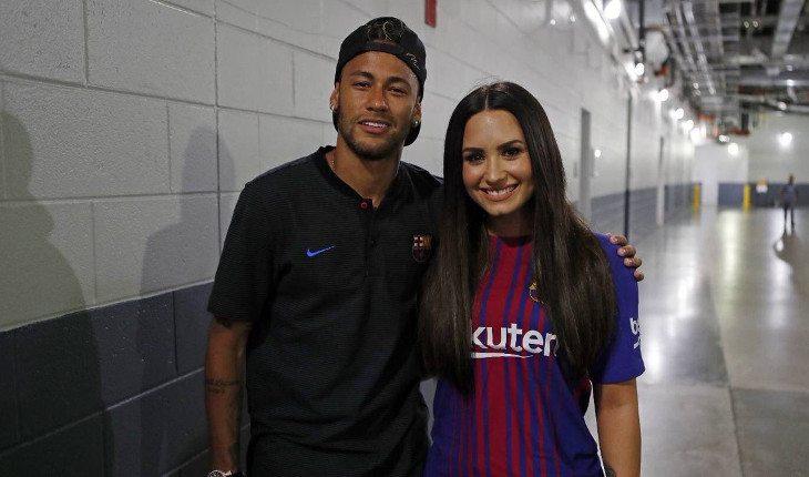 Neymar elogia clipe de Demi Lovato e cantora vai ao jogo do Barcelona