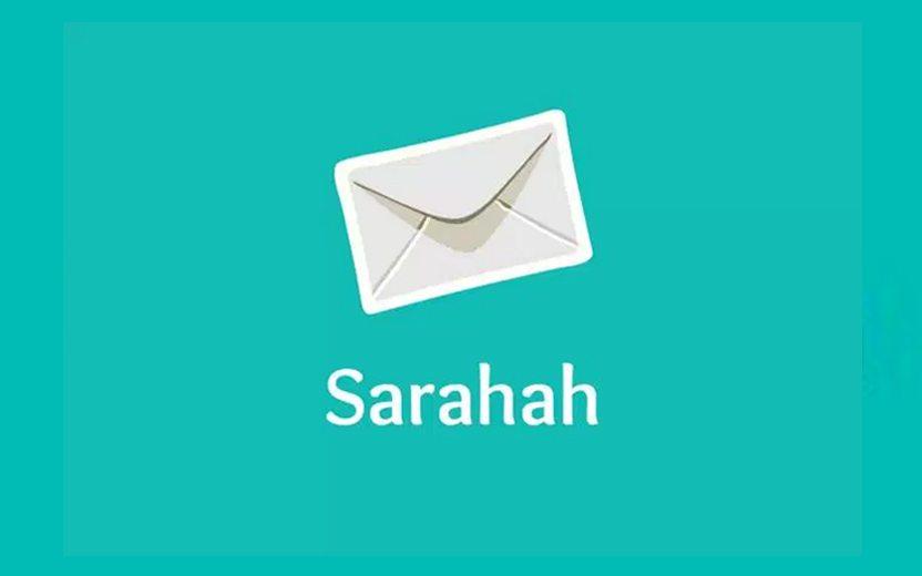 """logo do """"sarahah"""" com fundo verde água e cartinha branca"""