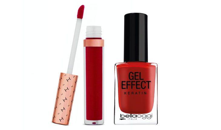 Esmalte e batom vermelho