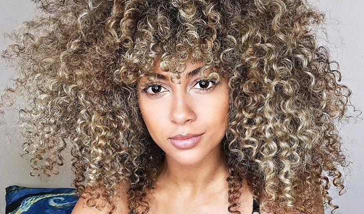 cabelo cacheado-mulher-cabelo