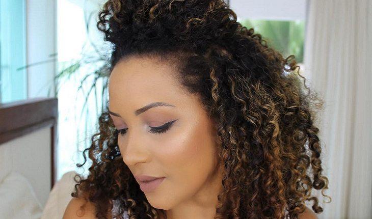 cabelos cacheados-cachos-mulher