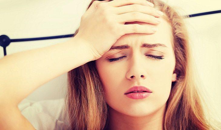mulher-dor-cabeça