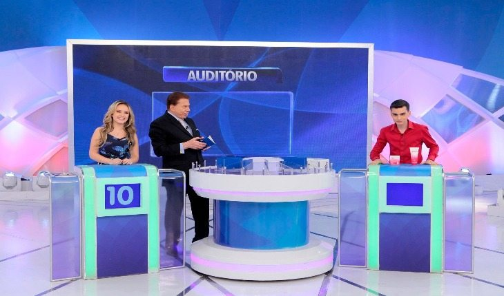 """Larissa Manoela e Dudu Camargo no programa do Silvio Santos Poderosa no """" Jogo das 3 Pistas"""" ... 92a62403d3"""