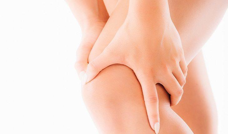 pernas-mãos-mulher