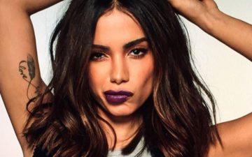 Anitta fazendo careta. A cantora não entrou para a lista de indicados ao Grammy Latino