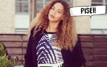 """Beyoncé com cabelos cacheados e plaquinha de """"pisei"""""""