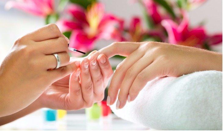 Cuidando das unhas após pintá-las
