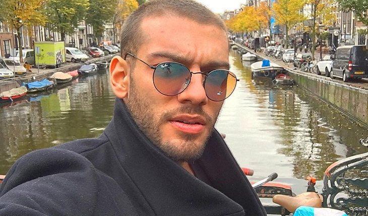 o cantor lucas lucco com um casaco preto e óculos de sol 22cbea2e2a